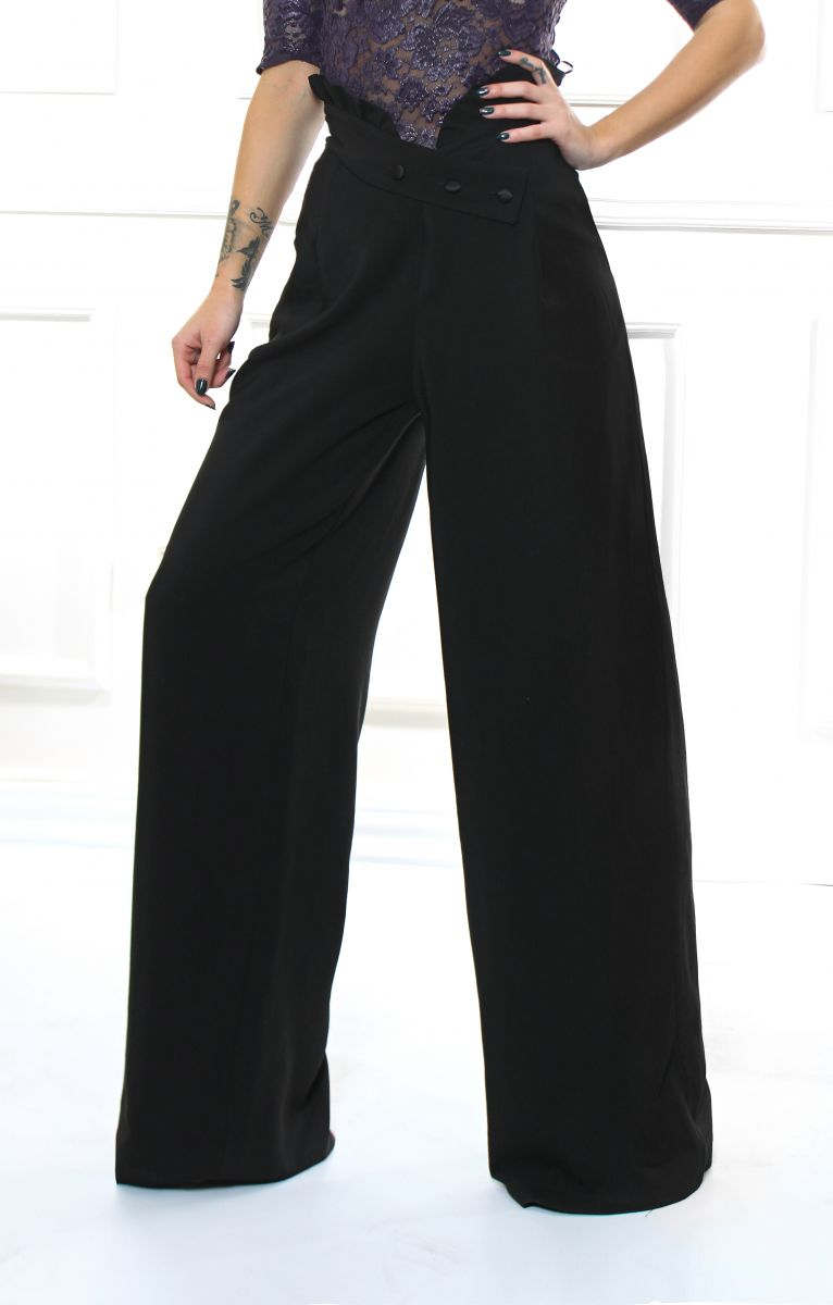 широк черен панталон
