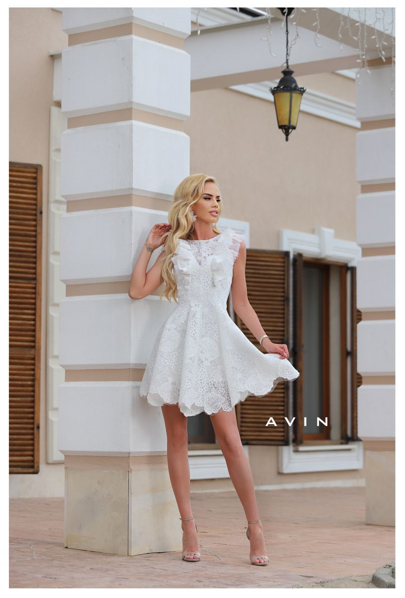 бяла дантелена рокля avin