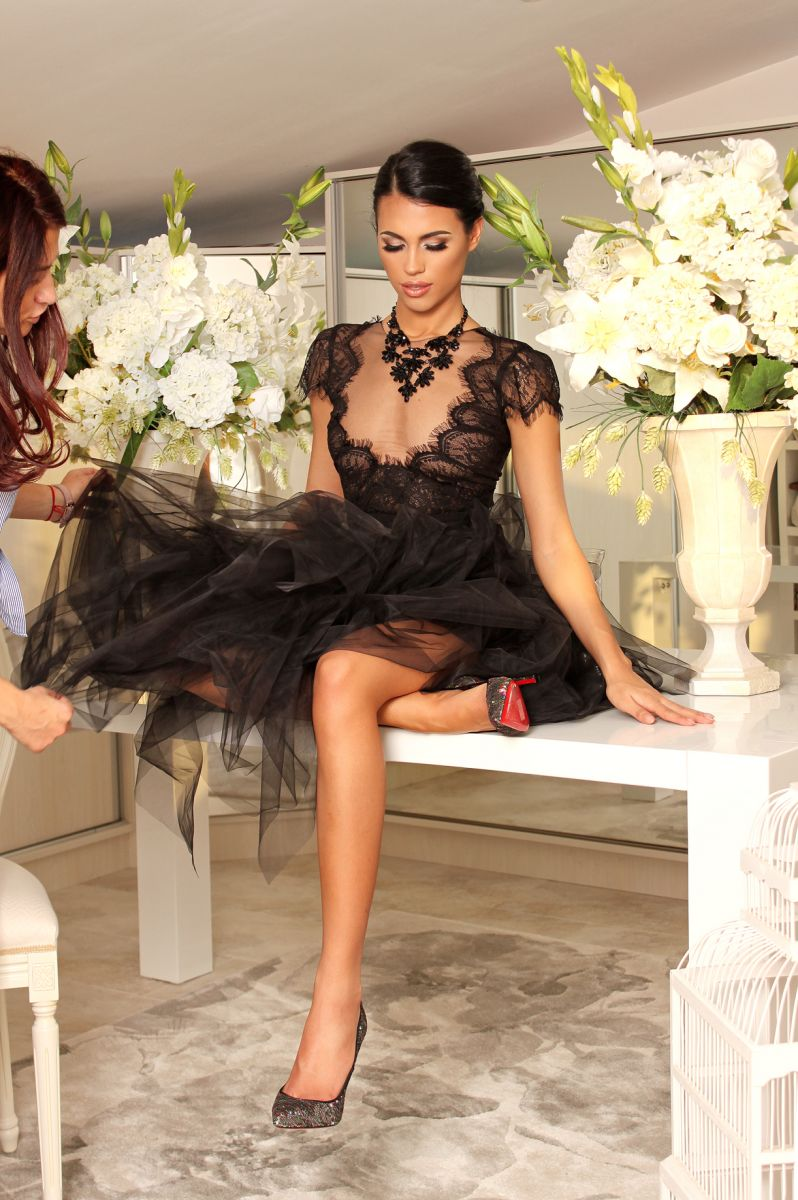 рокля в черно от дантела avin