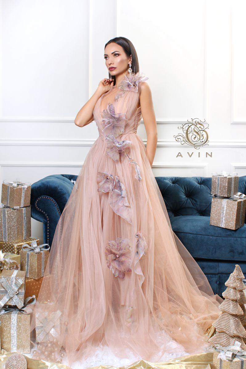 дизайнерска рокля в екрю avin