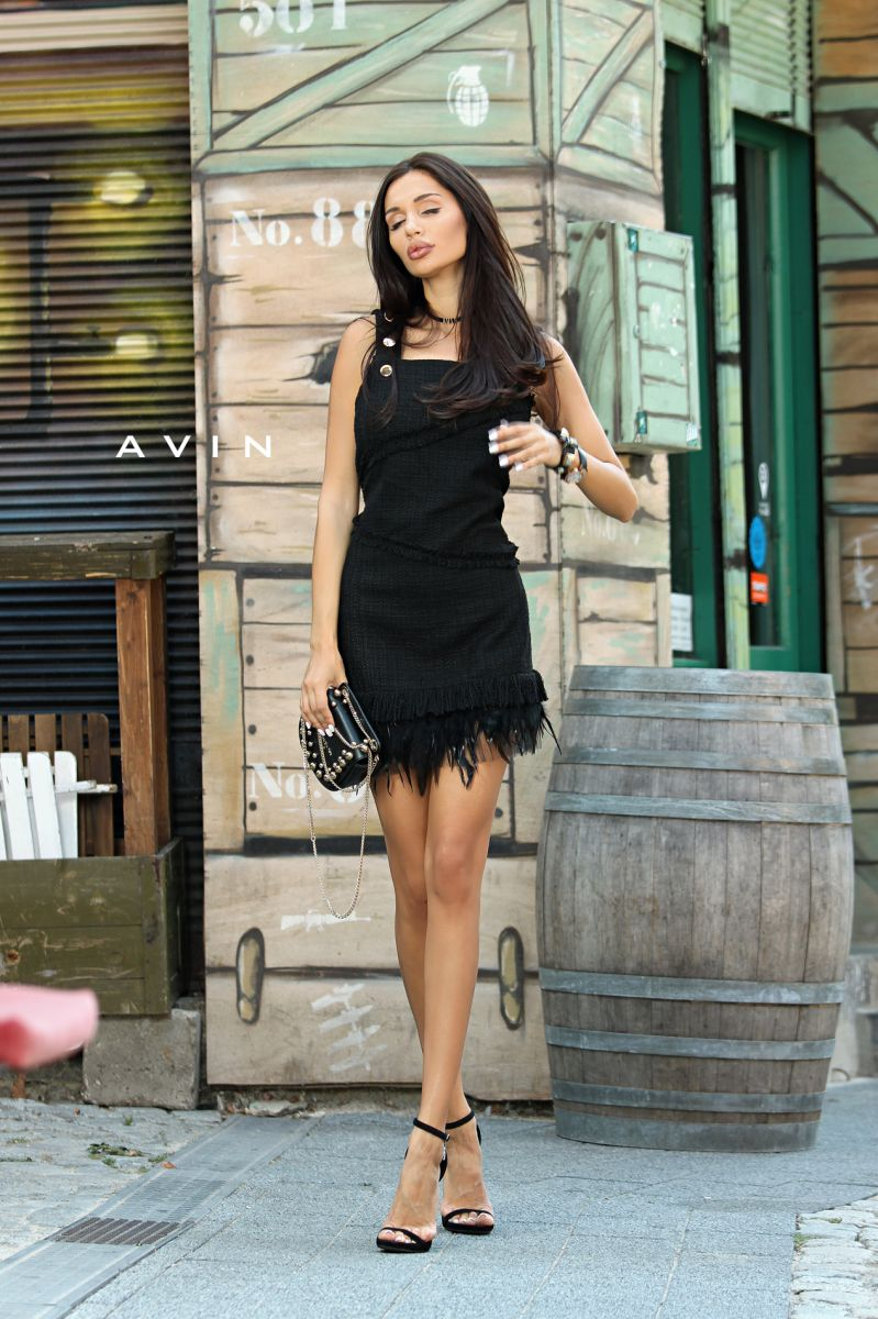 черна рокля от букле с пера avin paloma miteva