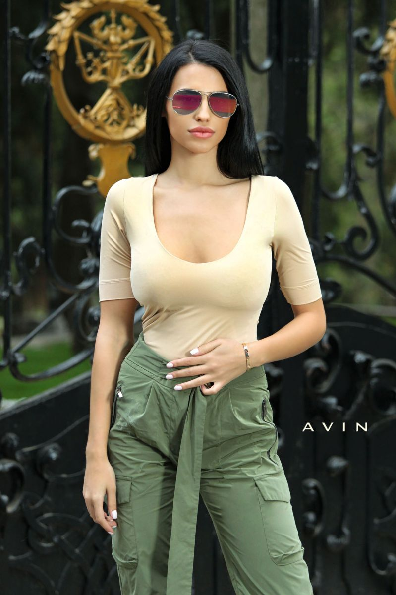 бежова блуза avin