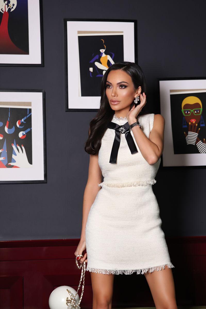 рокля бяло букле