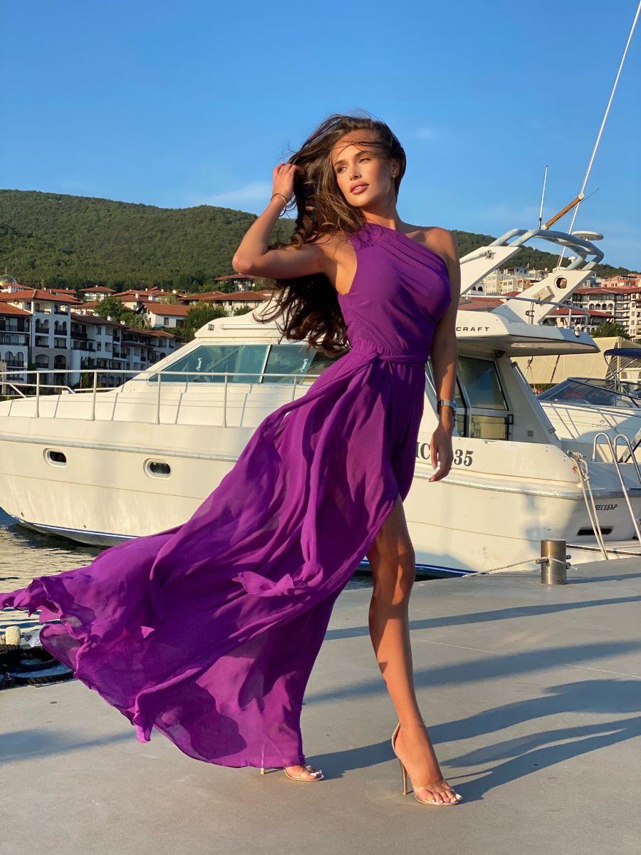 лилава рокля за повод