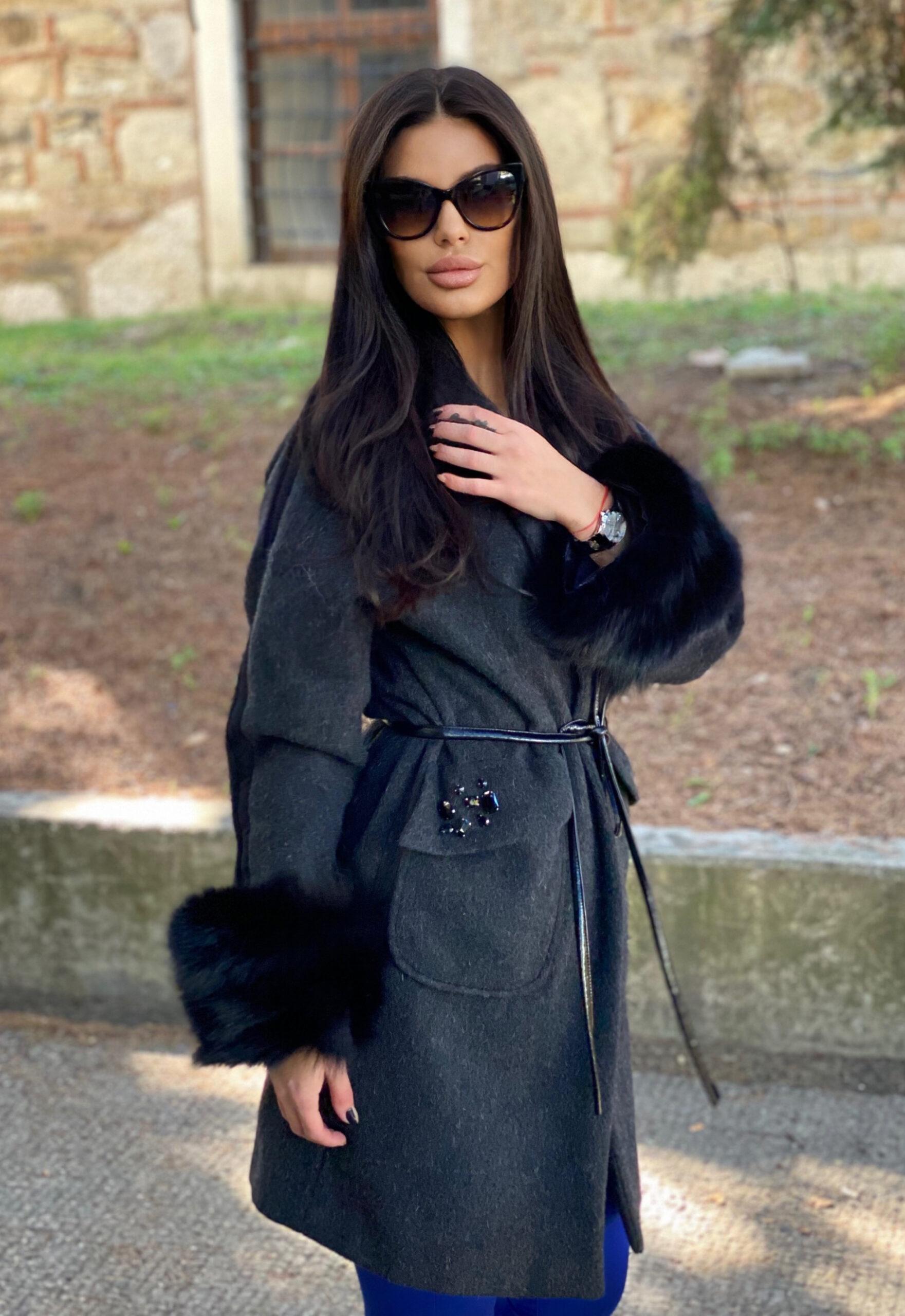 Палто от вълна в сиво с ръкави естествена кожа и камъни